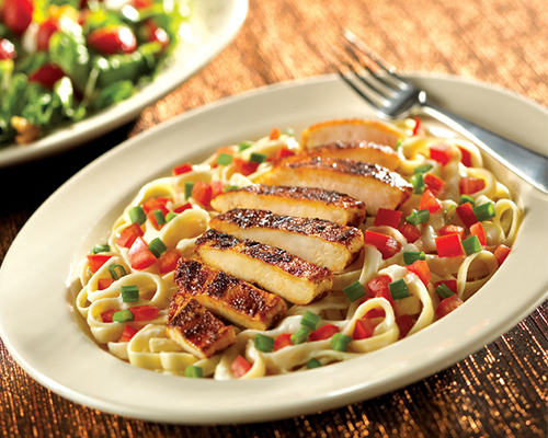 Blackened Chicken Alfredo con Pollo - Fridays